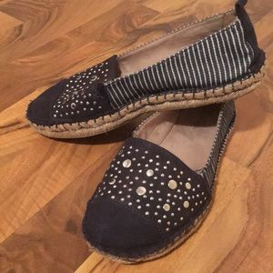 White Mountain blue/white espadrille shoes 7 1/2